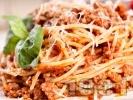 Рецепта Лесни спагети болонезе с кайма, червено вино и канела